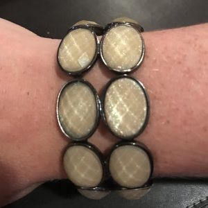Jewelry - Light gold toned shimmery bracelet